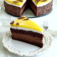 Tort z musem czekoladowym i mango