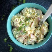 Sałatka z jajek, szynki i rzodkiewki